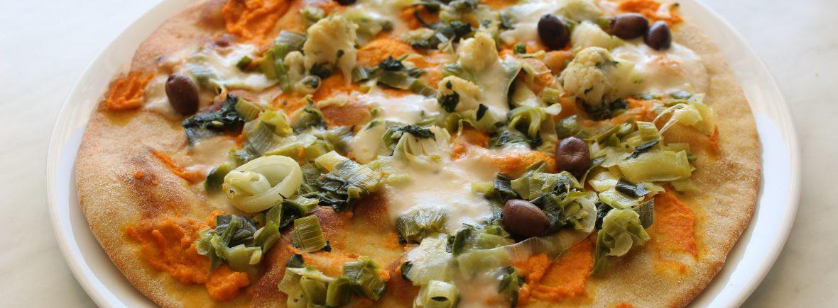 Pizza con lievito madre, crema di carote e crema di riso ai porri